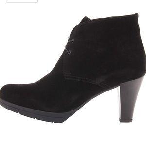 La canadienne Madison Black Suede Ankle Boots 9.5